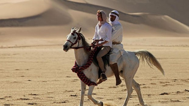 donna.uomo.cavallo.deserto